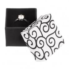 Ozdobne pudełeczko na pierścionek - czarnobiała kostka z ornamentami