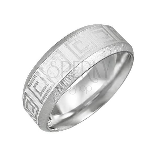 Stalowy pierścień o sciętych brzegach z kluczem greckim