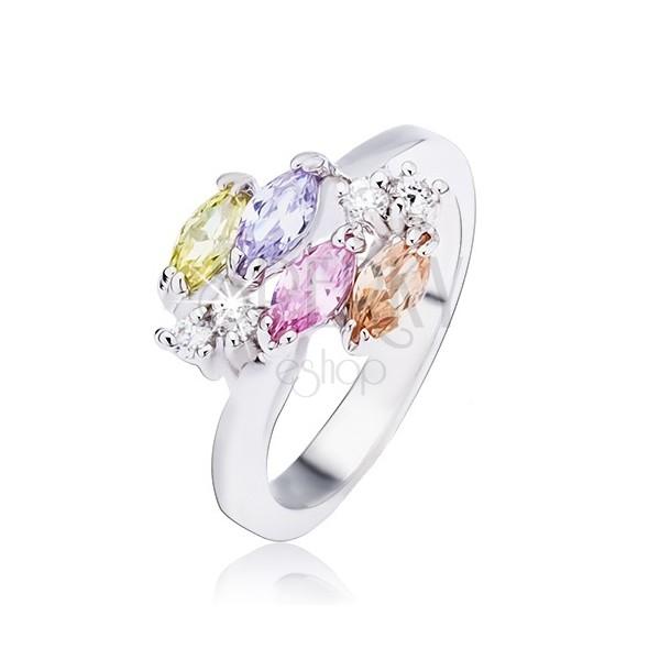 Błyszczący srebrny pierścionek, owalne cyrkonie i przeźroczyste kamyczki