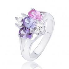 Błyszczący pierścionek o rozdwojonych ramionach, kolorowe cyrkonie