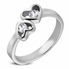 Stalowy pierścionek srebrnego koloru, dwa serca z bezbarwnymi cyrkoniami