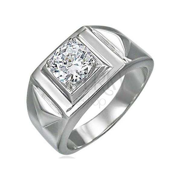 Masywny pierścionek z cyrkonią