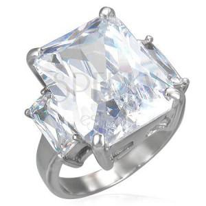 Stalowy pierścionek z masywną bezbarwną cyrkonią i dwiema mniejszymi po bokach