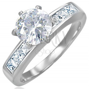 Zaręczynowy stalowy pierścionek z wystającą cyrkonią pośrodku