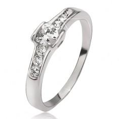 Srebrny pierścionek - sercowa cyrkonia, drobne okrągłe kamyczki, obrys serc