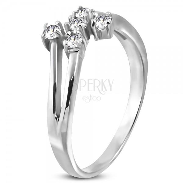Stalowy pierścionek srebrnego koloru z pięcioma bezbarwnymi cyrkoniami
