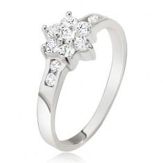 Cyrkoniowy kwiat w pierścionku ze srebra 925