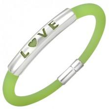 Gumowa bransoletka w zielonym odcieniu - metalowa płytka z napisem LOVE