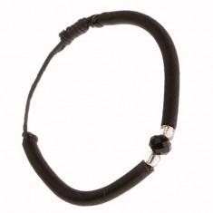 Obła bransoletka z czarnego nylonu, szlifowany kamyczek i bezbarwne koraliki