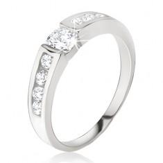 Srebrny pierścionek - przezroczysta cyrkonia, drobne kamyczki na ramionach