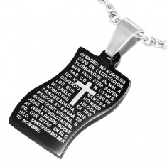 Stalowy wisiorek, czarny pofalowany prostokąt ze słowami modlitwy