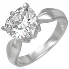Pierścionek zaręczynowy z dużą przeźroczystą cyrkonią w kształcie serca