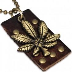Złoty łańcuszek wojskowy ze skórzaną nabijaną płytką, liść