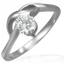 Pierścionek zaręczynowy z okrągłą bezbarwną cyrkonią i delikatnymi falami