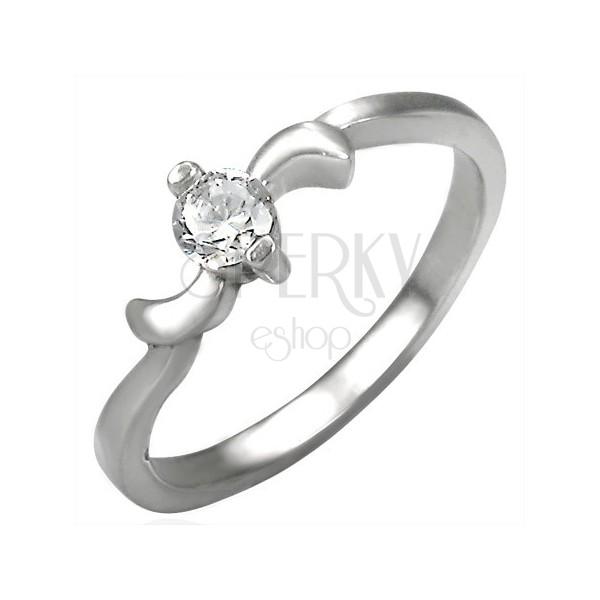 Zaręczynowy stalowy pierścionek z cyrkonią i listkami na krawędziach