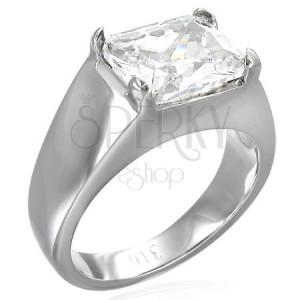 Masywny pierścionek z podłużną przeźroczystą cyrkonią