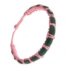 Pleciona różowa bransoletka, dwa ciemnozielone paski skóry na wierzchu