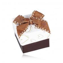 Brązowo-białe pudełeczko na biżuterię, kontury serc, przeszywana kokardka