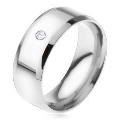 Lśniący stalowy pierścionek, ścięte krawędzie, przezroczysty okrągły kamyczek