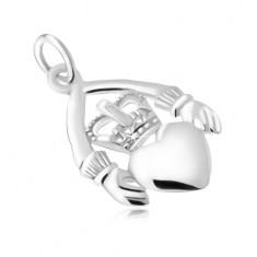 Ręce trzymające serce z koroną, wisiorek ze srebra 925