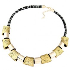 Masywny naszyjnik - czarno- biały sznurek, lśniące kształty geometryczne w złotym kolorze