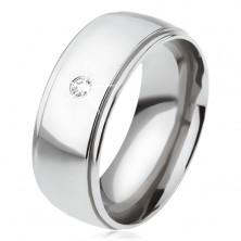Stalowy pierścionek z lśniącym zaokrąglonym środkowym pasem, przezroczysta cyrkonia