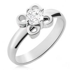 Stalowy pierścionek srebrnego koloru, kwiatek z przezroczystą cyrkonią