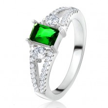 Prsteň - obdĺžnikový zelený kameň, rozvetvené ramená, číre zirkóny, striebro 925