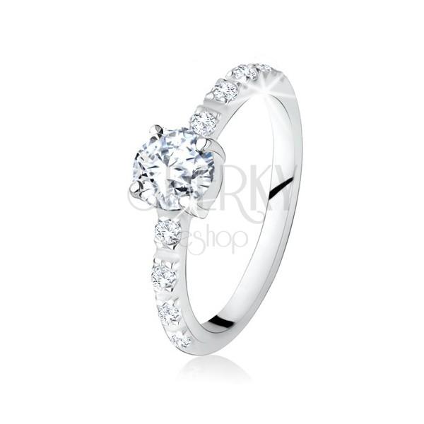 Srebrny pierścionek 925, okrągły przezroczysty kamyczek, ramiona ozdobione cyrkoniami
