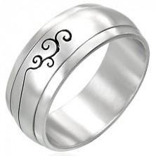 Stalowy pierścionek z ornamentem - obrotowy środek
