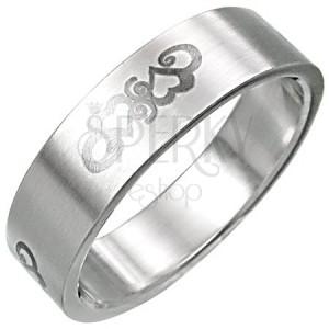 Stalowy pierścionek z ornamentem w postaci serduszek