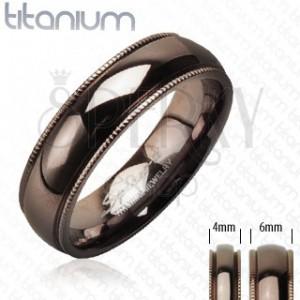 Obrączka z tytanu z karbowanymi brzegami, kolor kawowy