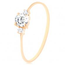 Złoty pierścionek 585 - przejrzysta okrągła cyrkonia, małe cyrkonie na bokach