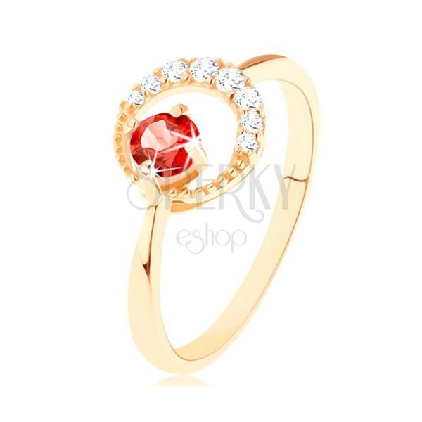 Złoty pierścionek 375 - cyrkoniowy półksiężyc, okrągły czerwony granat