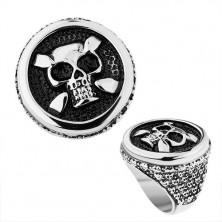 Stalowy pierścionek w srebrnym odcieniu, koło, patynowana czaszka, serca, kropki