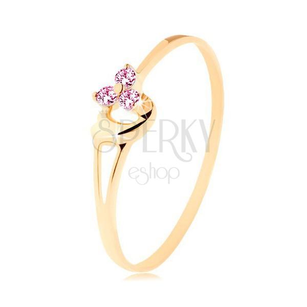 Pierścionek z żółtego 14K złota - trzy różowe cyrkonie, asymetryczne wypukłe serce