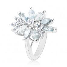 Lśniący pierścionek srebrnego koloru, duży niesymetryczny kwiat z kolorowych cyrkonii