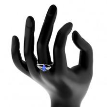 Błyszczący pierścionek w srebrnym odcieniu, przezroczyste cyrkoniowe pasy, kolorowe ziarenko