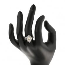 Pierścionek srebrnego koloru, lśniące rozdzielone ramiona, błyszczący kwiat