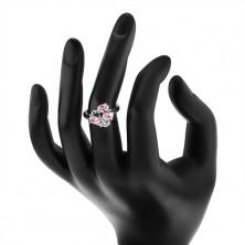 Pierścionek srebrnego koloru, falisty pas, trzy owalne różowe cyrkonie