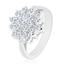 Lśniący pierścionek srebrnego koloru, duży kwiat z okrągłych przezroczystych cyrkonii