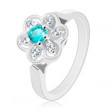 Błyszczący pierścionek ozdobiony przezroczystym kwiatkiem z cyrkonią jasnoniebieskiego koloru