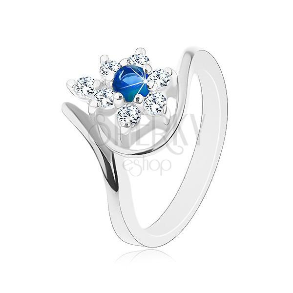 Błyszczący pierścionek w srebrnym odcieniu, granatowa cyrkonia, przezroczyste płatki