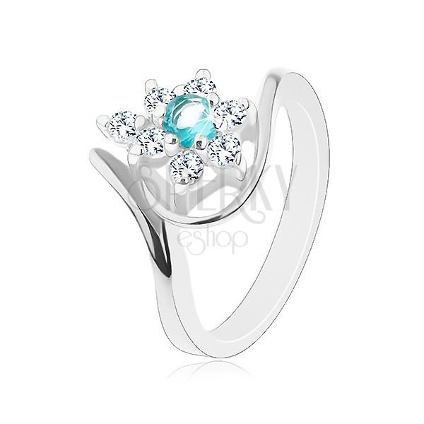 Pierścionek srebrnego koloru, promienny przezroczysty kwiat z jasnoniebieskim środkiem, łuki