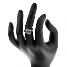 Pierścionek w srebrnym odcieniu, okrągła fioletowa cyrkonia, błyszczące przezroczyste łuki