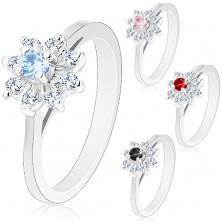 Błyszczący pierścionek w srebrnym odcieniu, zwężone ramiona, cyrkoniowy kwiatek