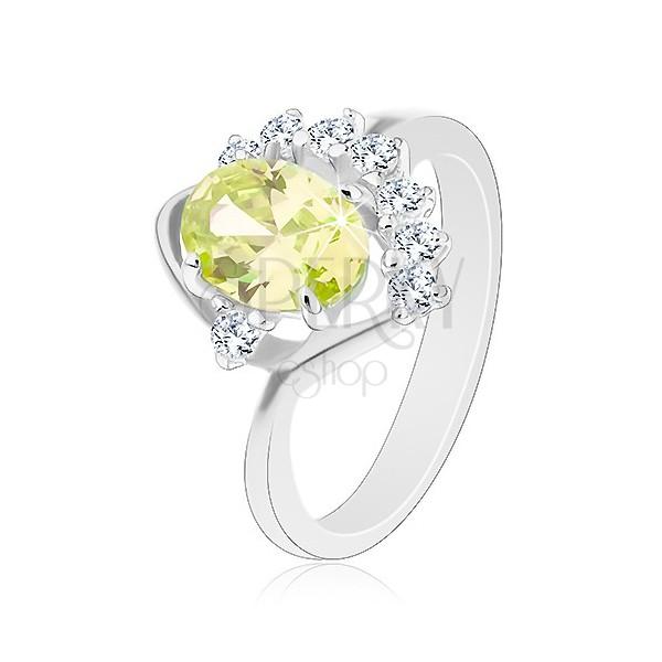 Błyszczący pierścionek z zagiętymi ramionami, owalna cyrkonia w zielonym odcieniu, przezroczysty łuk