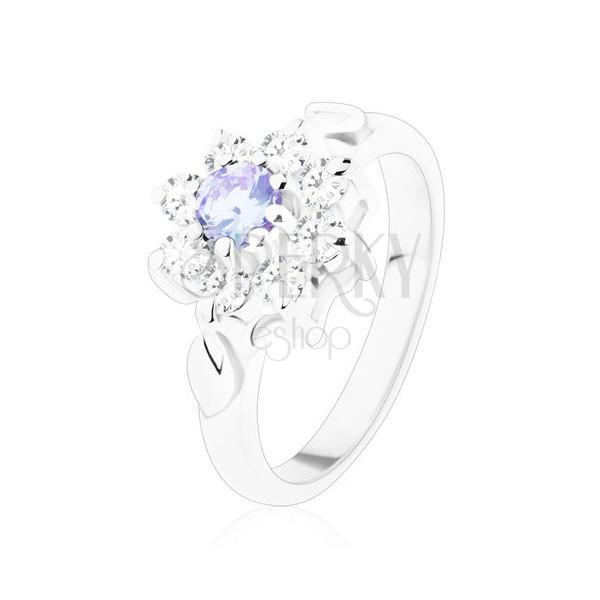 Połyskliwy pierścionek z cyrkoniowym kwiatkiem jasnofioletowego i bezbarwnego koloru, listki