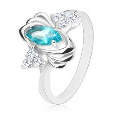 Lśniący pierścionek srebrnego koloru, barwne ziarnko, trójce przezroczystych cyrkonii, łuki
