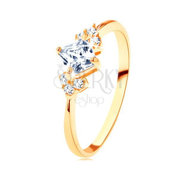 Błyszczący złoty pierścionek 585 - przezroczysty cyrkoniowy kwadracik, przezroczyste cyrkonie po bokach